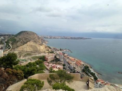 vista sobre la costa desde el castillo Alicante